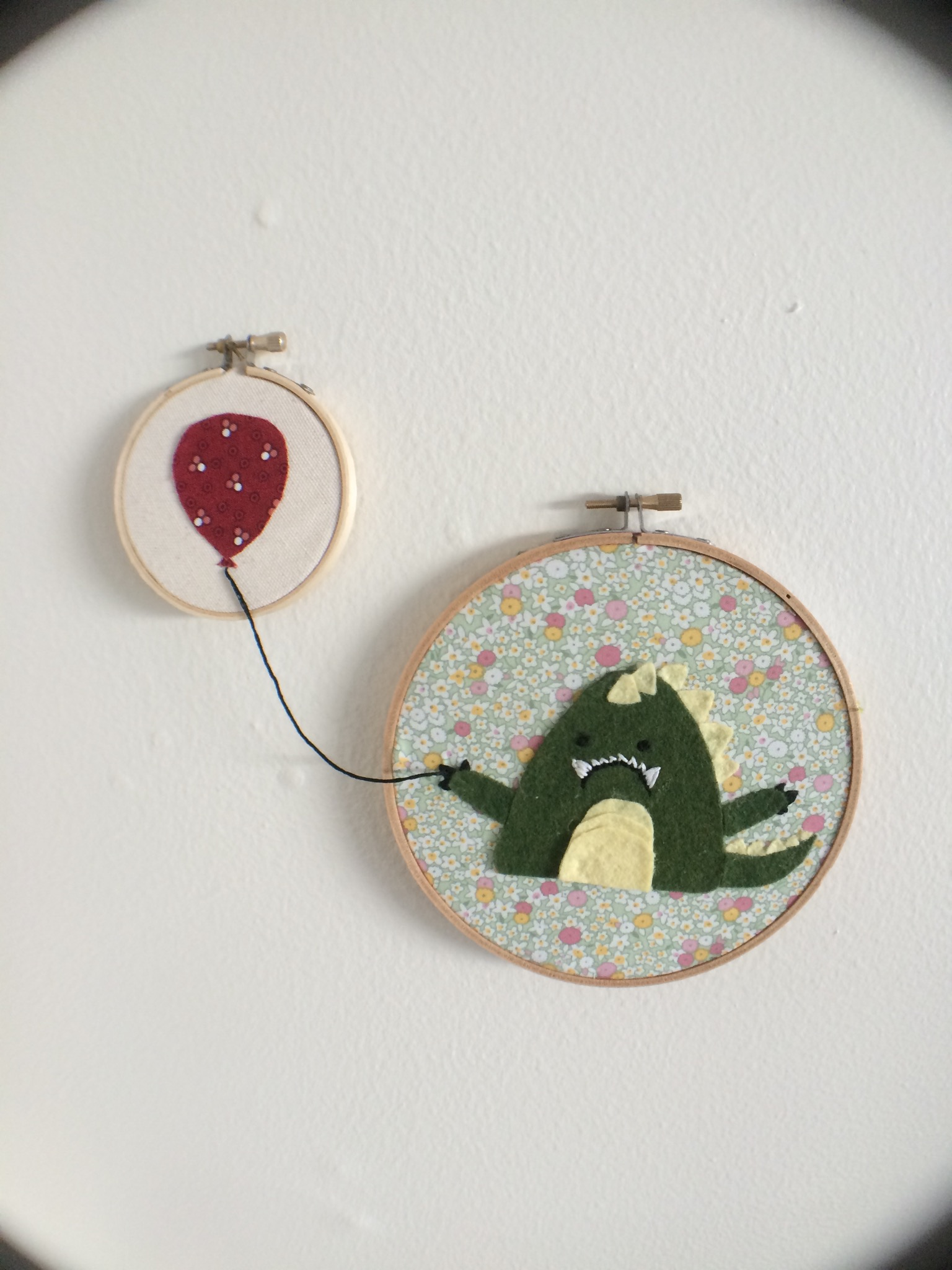 embroidery dino balloon